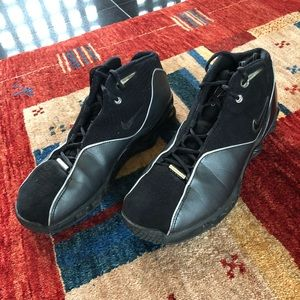 Men's Nike black sneakers. Size 9